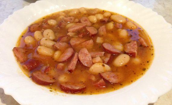 fasolka po bretońsku - gotowa na talerzu z instant pot