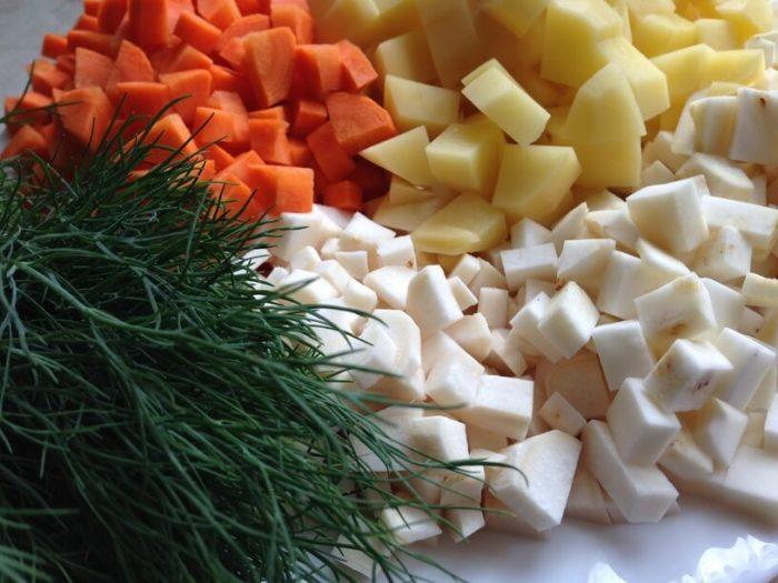 pokrojone składniki na zupę koperkową w instantpot