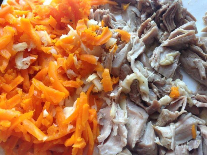posiekana marchewka i mieso do flaczkow w instantpocie