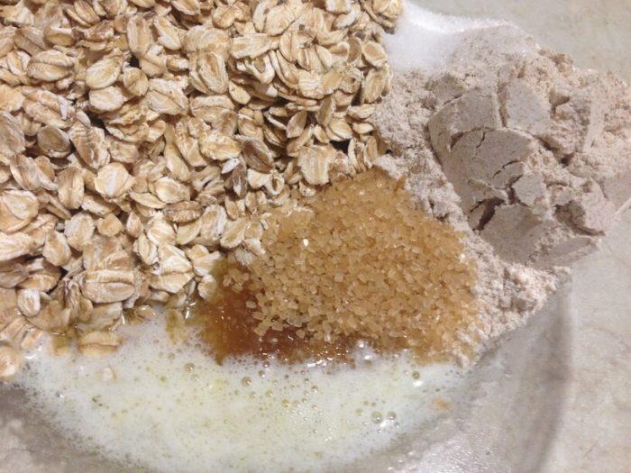 wymieszane składniki na deser z jabłek w instanpot
