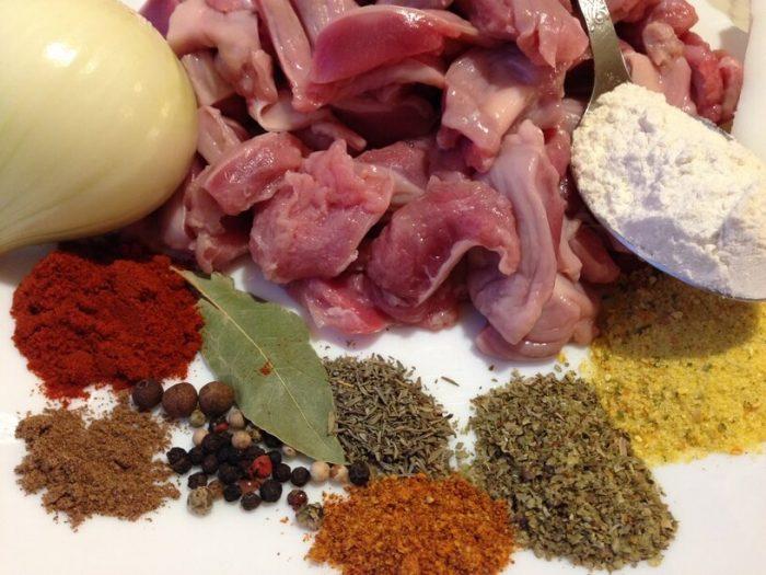 składniki na gulasz z żoładków w instantpot