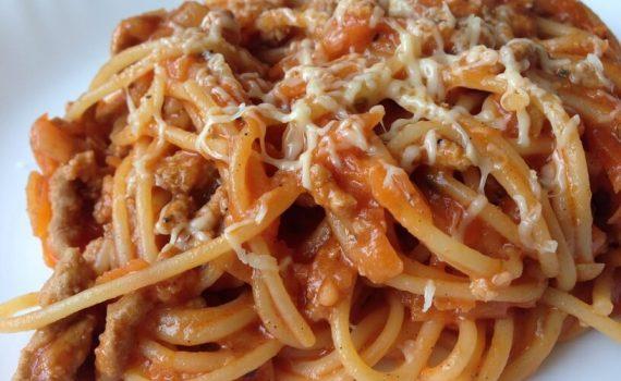 przepis na Spaghetti z sosem pomidorowym