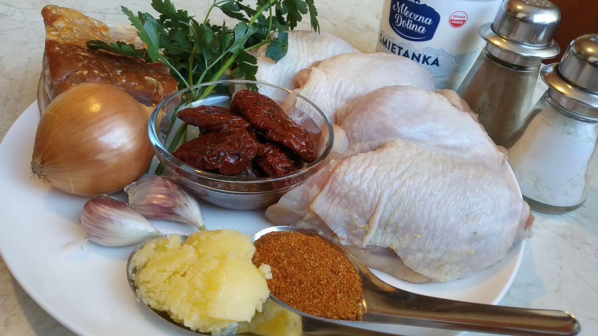 składniki na kurczaka z pomidorami suszonymi