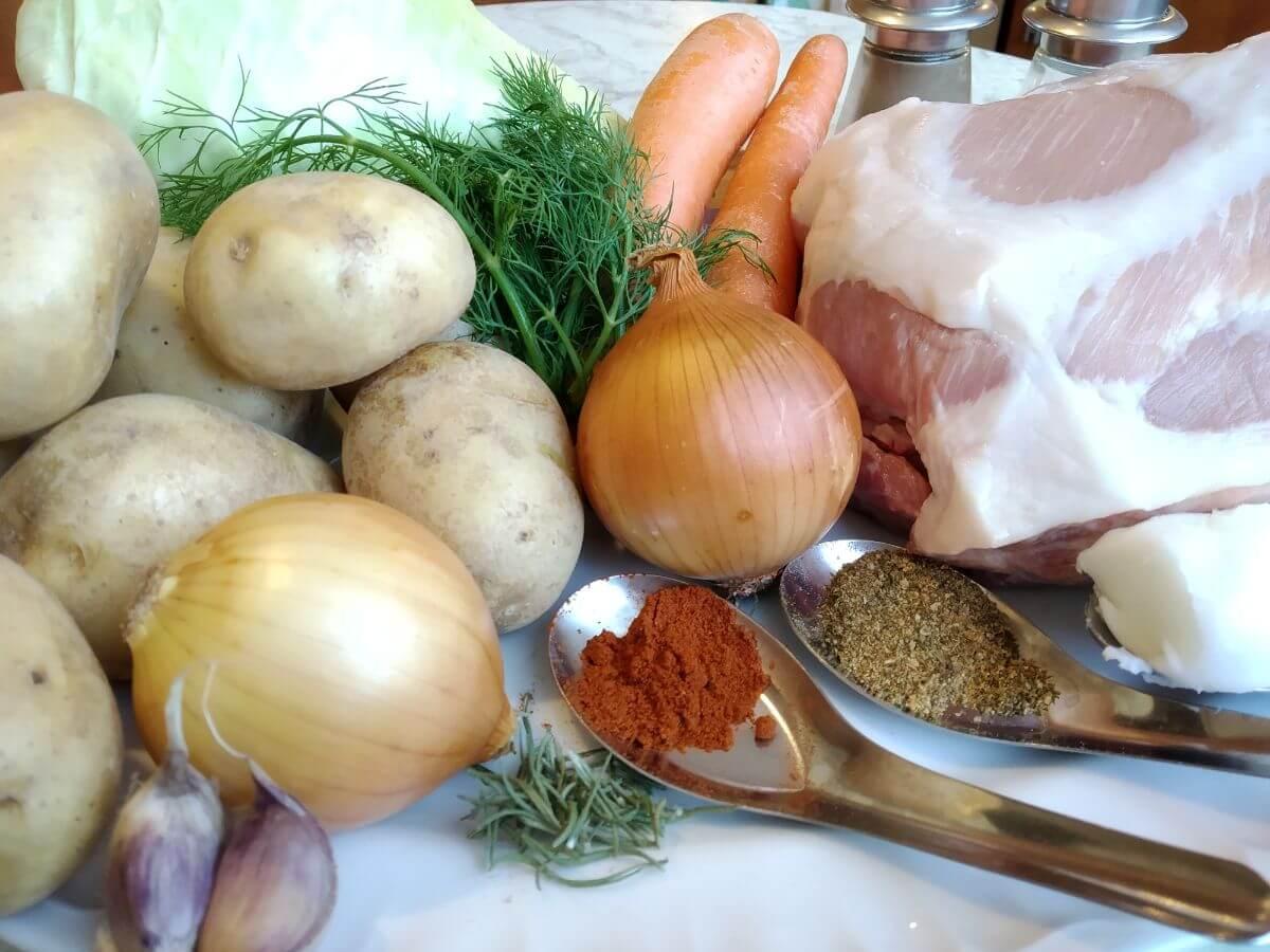 składniki na karczek wieprzowy pod kapusta